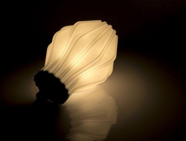 Lampada Uii stampata in 3d accesa