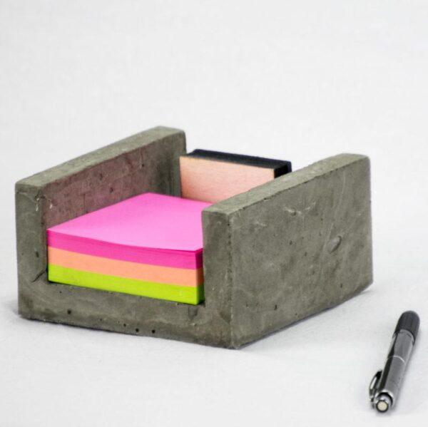 Porta post it cemento e legno